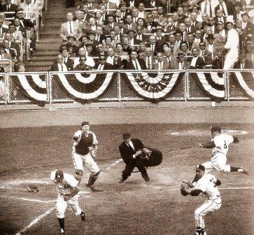 Squeeze Bunt 1957 World Series